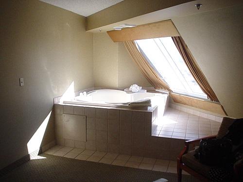 luxor deluxe pyramid queen suite